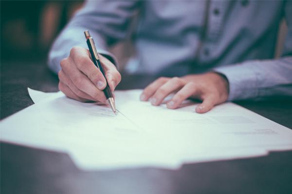¿Sabes qué puede hacer por ti la defensa jurídica del seguro de coche? En este artículo te lo contamos.