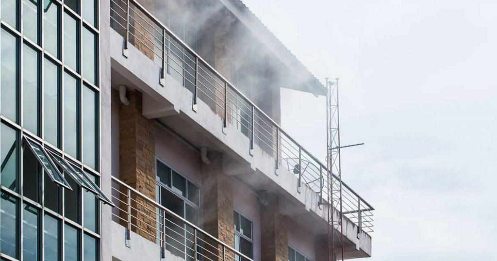 Incendio en el edificio seguro de comunidades