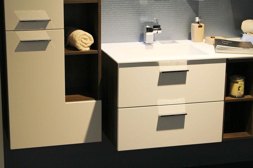 Redecora el armario, bricolaje armario baño, bricolaje de armarios, bricolaje puertas de armarios