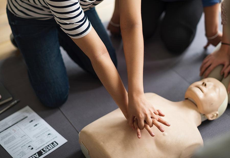 cómo practicar primeros auxilios en caso de asfixia