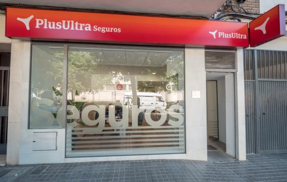 Entrada oficina Plus Ultra Seguros agencia Gabriel Gisbert García